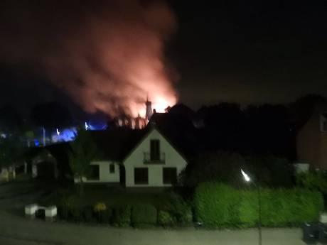 Uitslaande brand verwoest woning IJzendijke