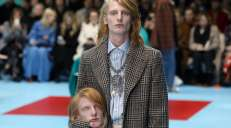 fotoreeks over De absurde show van Gucci op de Milanese Fashion Week