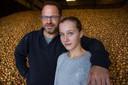Jan Willemsens, hier met zijn dochter Lise, is voorzitter van LTO Noord, afdeling Eiland van Dor