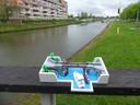 Wie kan raden hoeveel blokjes David Vanhee gebruikte voor zijn replica van de Brielpoortbrug (de echte zie je op de achtergrond) wint cadeabonnen.