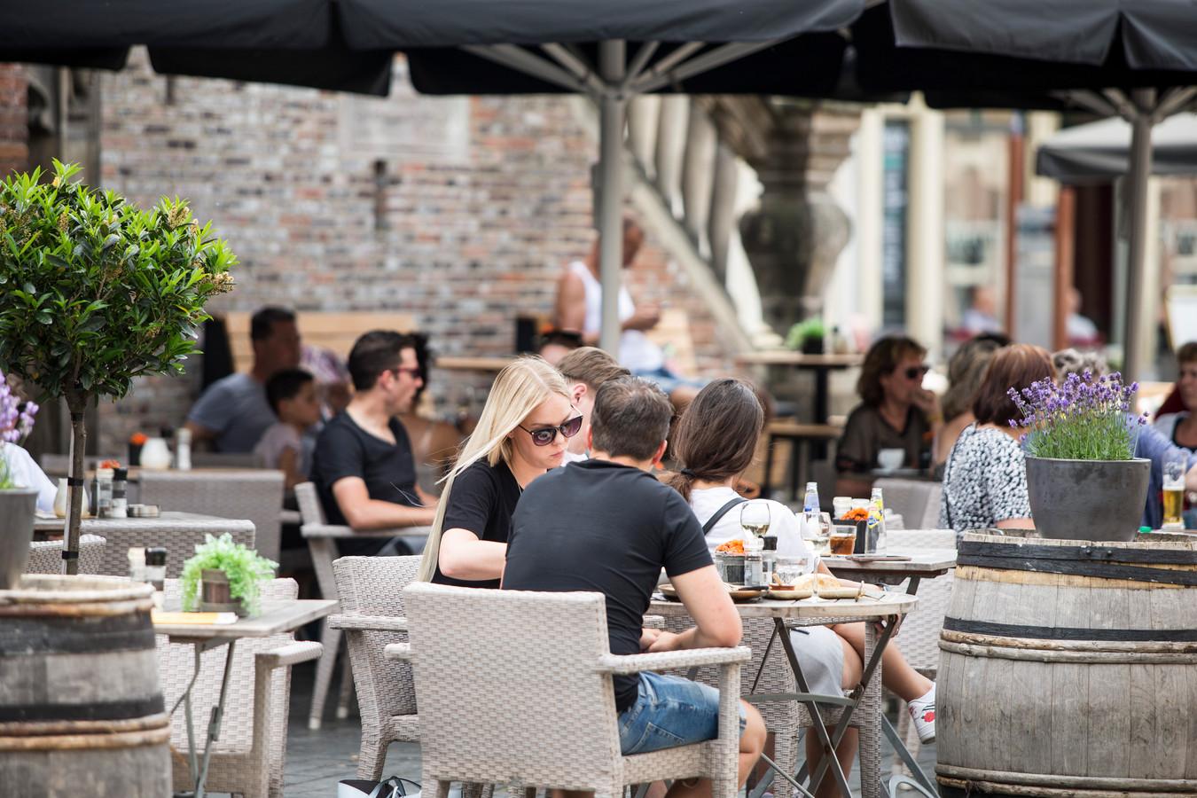 Terrassen in het centrum van Zutphen vorig jaar.