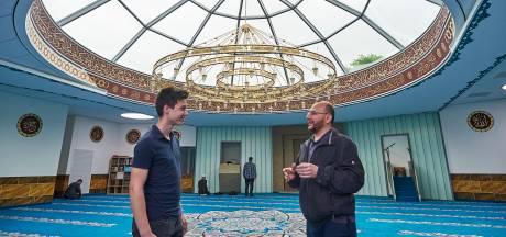 Veghel viert Koningsdag met de Koran: nieuwe moskee na twintig jaar eindelijk open