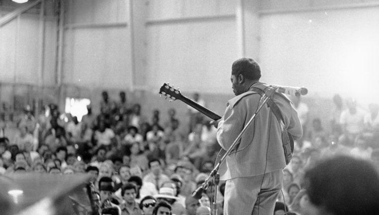 King met zijn band in de Chino State Prison, 1972 Beeld Michael Ochs Archives