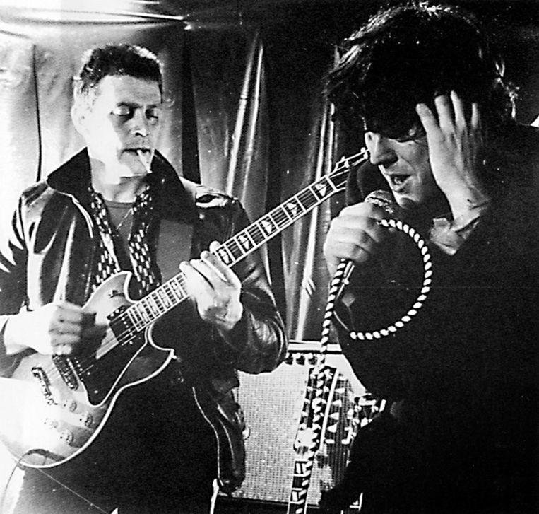 Paul Couter en Arno Hintjens, alias Tjens Couter begin jaren 70. 'Optreden is mijn prozac en mijn viagra, zo blijf ik gezond.' Beeld