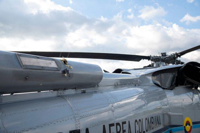 Kogelgaten in de presidentiële helikopter van de Colombiaanse president Ivan Duque na de beschieting van vrijdag. Beeld AFP