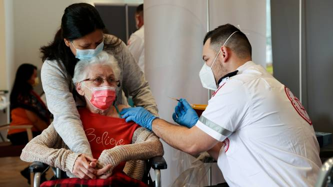 'Boostervaccinstrategie' VS mogelijk pas begin september