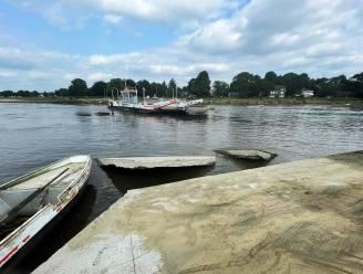 """Toegangswegen veerpontdienst Meeswijk begeven het door noodweer: """"Mogelijk hele zomer gesloten"""""""