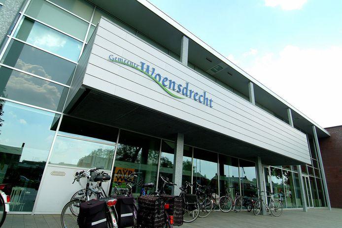 Het gemeentehuis in Hoogerheide moet behalve aan de politie ook onderdak gaan bieden aan instanties als de BWI en de ISD. Door die krachtenbundeling en kortere lijnen moeten inwoners met een vraag sneller en beter kunnen worden geholpen.