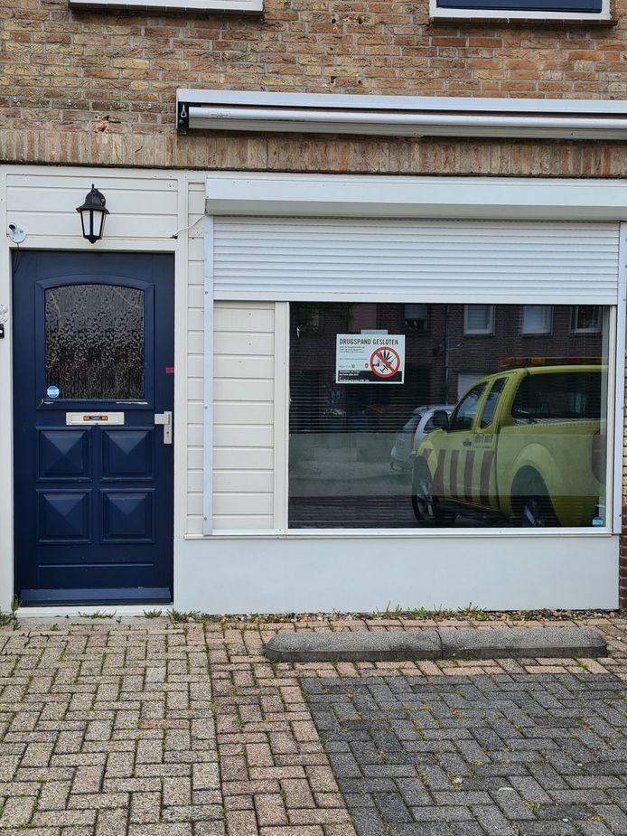 In het huis aan het Anton Pieckplein in Kaatsheuvel werd een handelshoeveelheid drugs aangetroffen. In het huis aan de Rozenstraat werd, volgens de gemeente, drugs bereid.