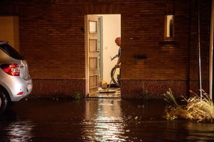 Aan Nieuwe Brug liepen huizen onder water.