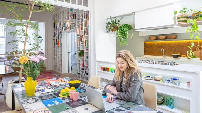 """Binnenkijken in de zuiderse herenwoning van juwelenontwerpster Trissia Stavropoulos: """"Exotische stukken maken alles minder saai"""""""