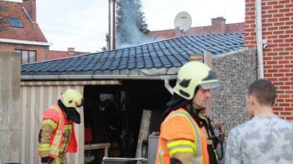 Brand door kachel in bijgebouw, schade beperkt