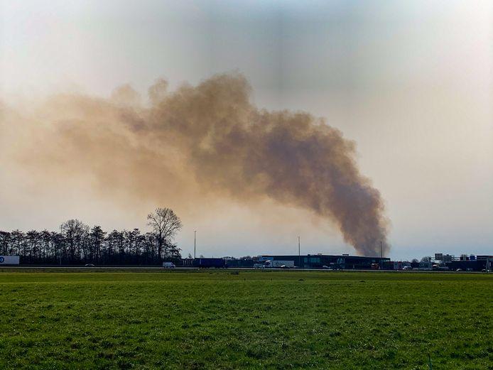Rookwolken boven het Artillerie Schietkamp.