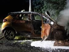 Inzittenden vluchten uit brandende auto in De Krim
