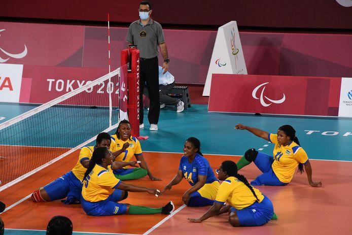 Team Rwanda in actie tijdens de Paralympics van Tokio.