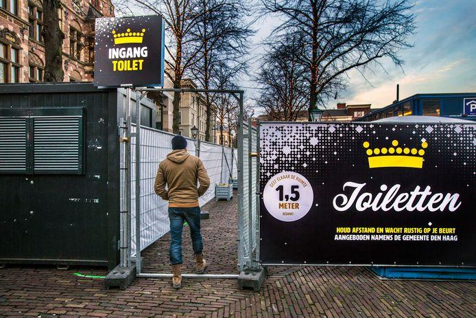 In verband met de vele gesloten toiletten in winkels en natuurlijk horeca heeft de gemeente Den Haag extra openbare toiletten neergezet in de Grote Marktstraat en het Plein.