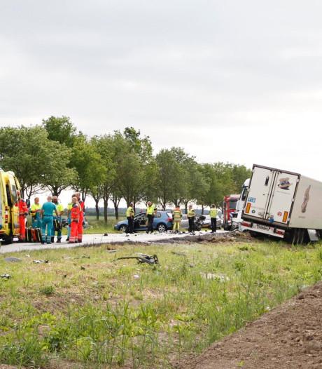 Meerdere gewonden bij flinke aanrijding op Gooiseweg in Zeewolde, verkeer wordt omgeleid