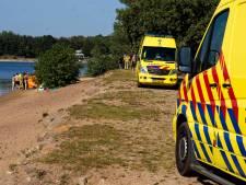 Man die uit Geffense Plas in Oss werd gehaald is overleden: 'Hij lag zeker tien minuten onder water'