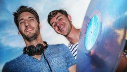 """West-Vlamingen Niels en Rens openen vrijdag Tomorrowland: """"We hadden geen tickets, nu staan we er toch"""""""