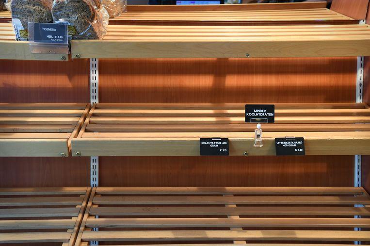 Bij de plaatselijke bakker is het koolhydraatarm brood 's middags al uitverkocht. Beeld Marcel van den Bergh / de Volkskrant