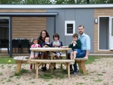Eerste Limburgse gezinnen in Zeeland om even bij te komen: 'Alles donker, alleen maar zaklampen, alles paniek'