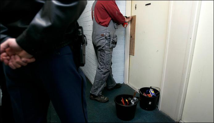 De oudere bewoonster van De Noorderkroon werd woensdag door een slotenmaker opgelicht, nadat zij zichzelf per ongeluk had buitengesloten.