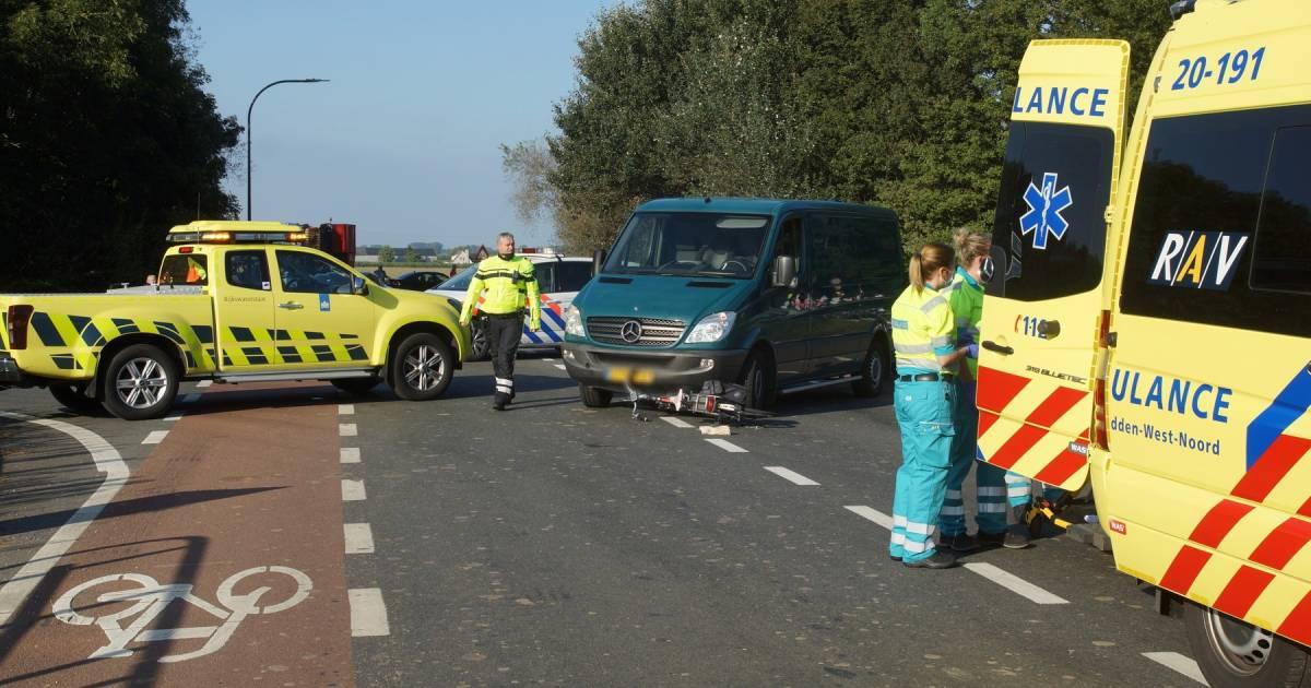 Twee fietsers gewond bij botsing met bestelbus in Waspik.