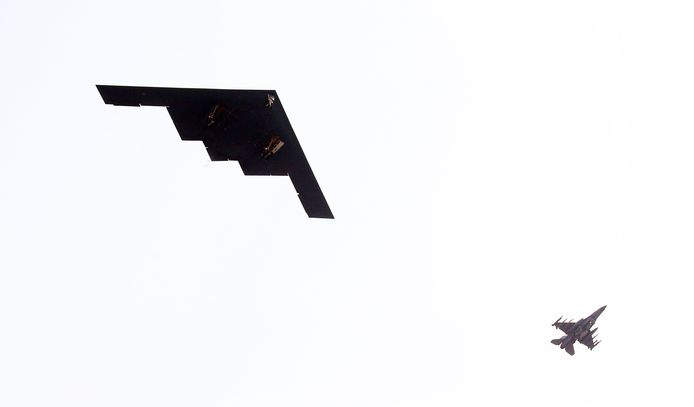 Un B-2 américain, à gauche (archives, 2013)