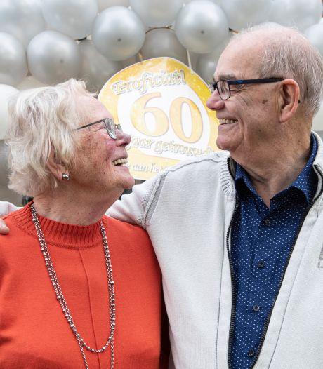 Na 60 jaar huwelijk zijn Jaap en Dicky uit Holten nog altijd dol op elkaar: 'Het respect wordt alleen maar groter'