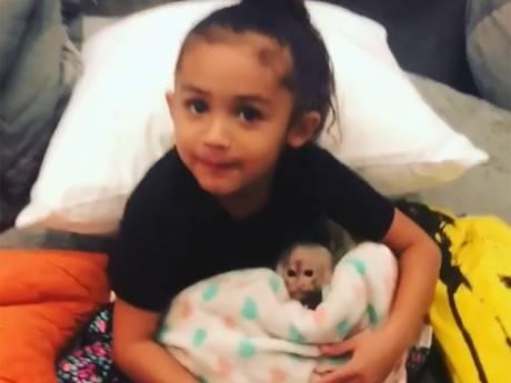 Chris Brown: Dochtertje mag alleen onder toezicht met babyaapje spelen