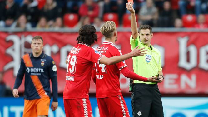 Spelers FC Twente niet boos op arbiter Kamphuis: 'We moeten slimmer zijn'