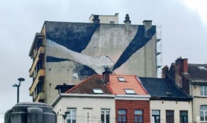 In september 2017 ging het om een masturberende vrouw die opdook op de muur van een flatgebouw vlakbij het Klein Kasteeltje.