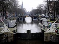 Amsterdam ferme ses écluses pour transformer ses canaux en patinoire géante