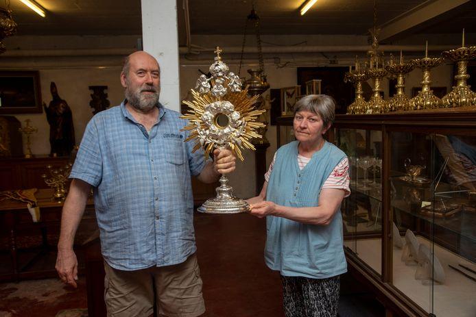 Paul en Ingrid van 't Pand zijn gespecialiseerd in religieuze kunst zoals deze monstrans.