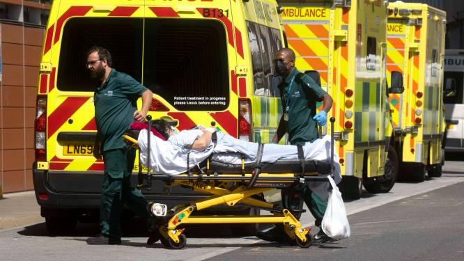 Artsen roepen Boris Johnson op coronamaatregelen opnieuw aan te scherpen