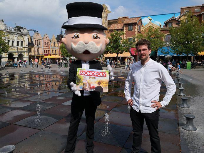 In juni volgend jaar verkrijgbaar: Monopoly Plopsa. Nu al kan je een exemplaar reserveren. Op de foto staat Cédric Libbrecht van Groep 24.