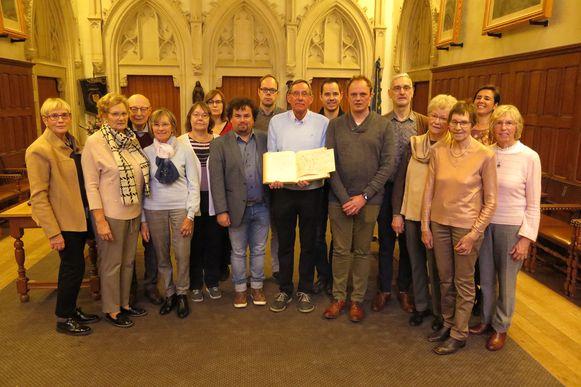 Het Yper Museum kreeg een delegatie van de familie Cornillie over de vloer, die een manuscript overhandigden.