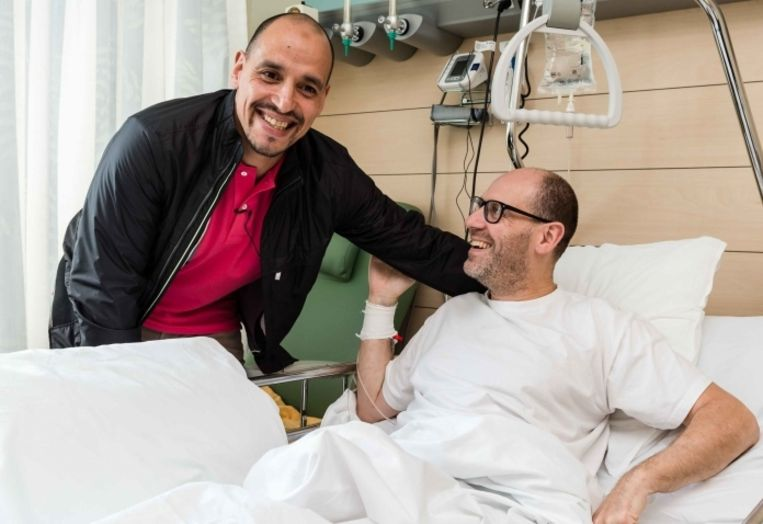 Walter Benjamin en zijn redder, Hassan Elouafi: 'Ik ben zo blij dat ik je levend terugzie.'  Beeld