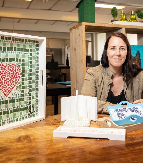 Jessica uit Nijverdal zoekt gekleurde tegels en.. slaat ze dan allemaal kapot!