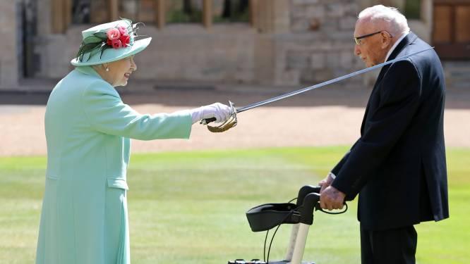 Queen slaat 100-jarige oorlogsveteraan 'Captain Tom' tot ridder