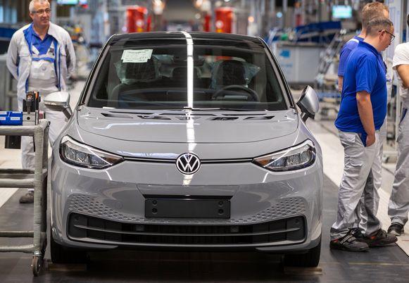 Duitsers die een Volkswagen ID.3 (foto) van 40.000 euro kopen, kunnen rekenen op een premie van 6.000 euro. Voor duurdere wagens tot 65.000 euro geldt een premie van 5.000 euro.