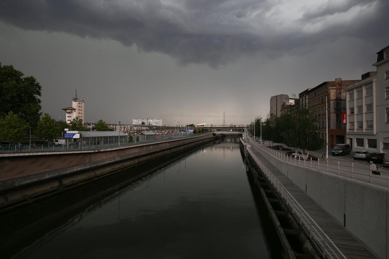 Le ciel sera chargé sur une partie de la Belgique ce vendredi.