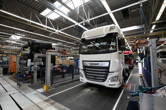 Productie bij DAF Trucks in Eindhoven. De truckassemblage is voorlopig stilgelegd.