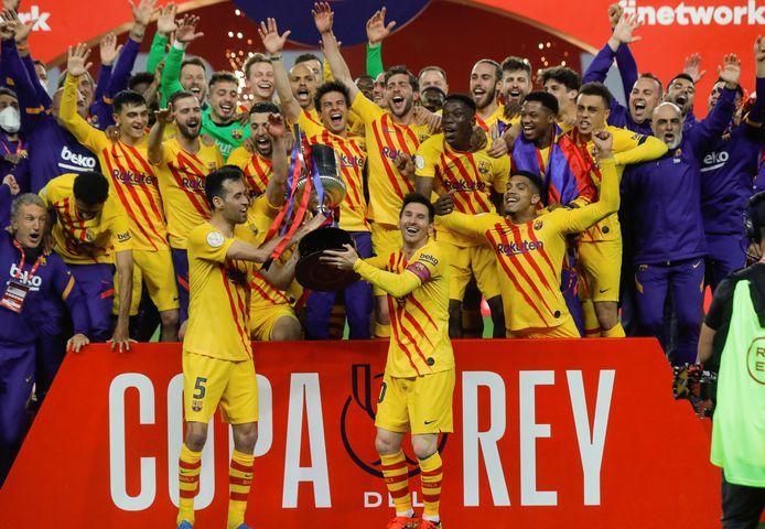 Hebbes! Barcelona viert de zege op het bordes.