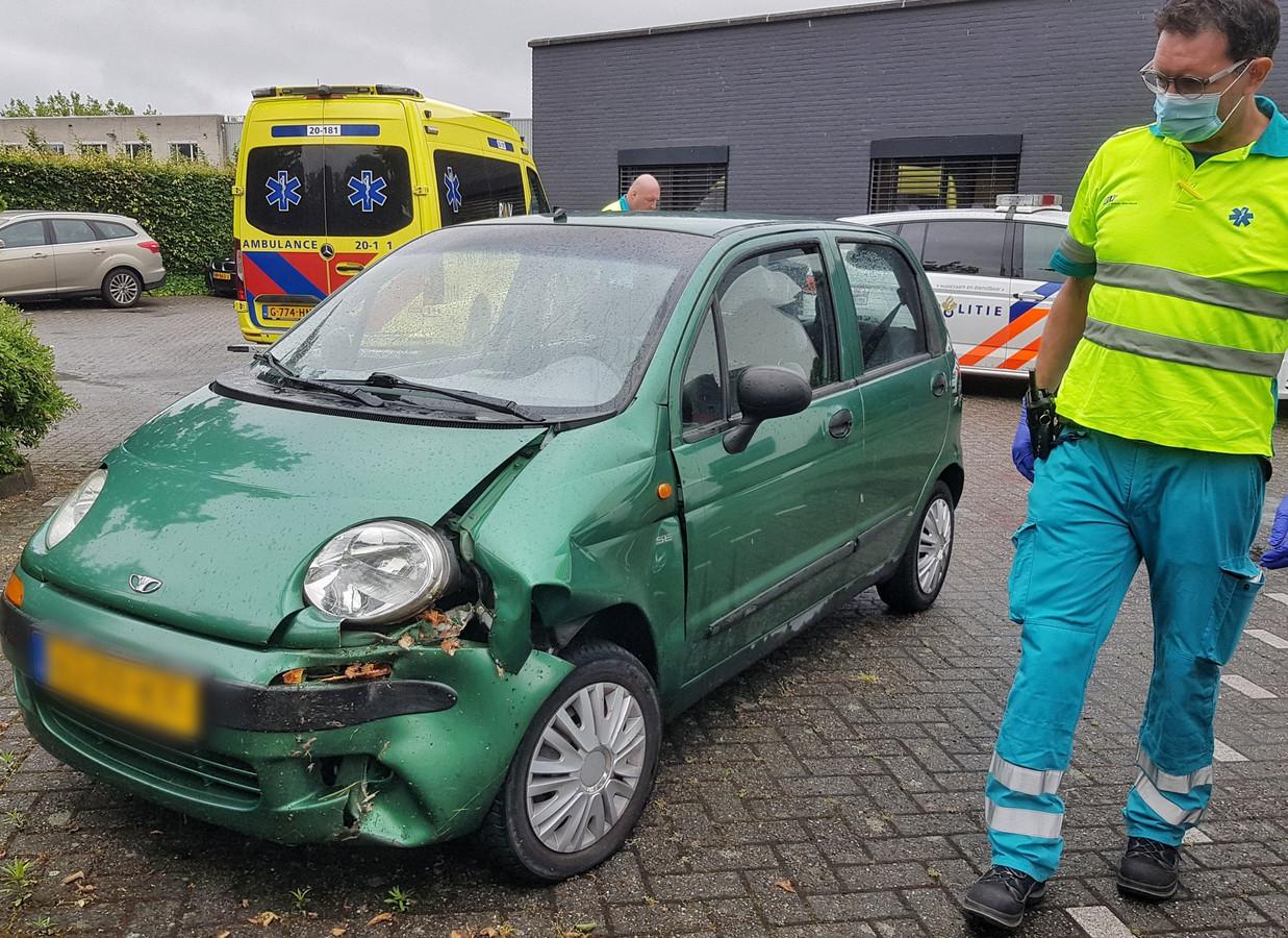 De auto is beschadigd geraakt.