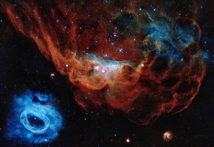 Interstellaire gas- en nevelwolken, onderdeel van een gebied waar nieuwe sterren worden gevormd, zo'n 163.000 lichtjaren bij ons vandaan.