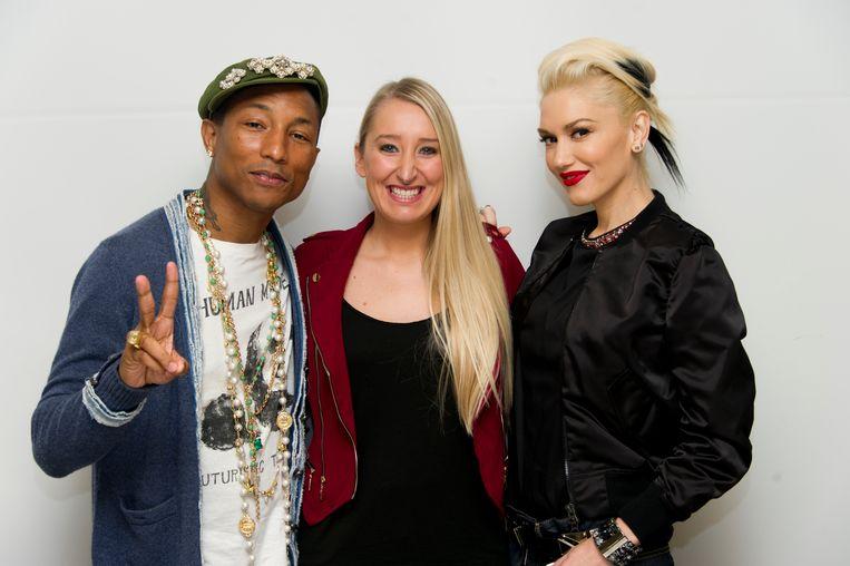 Onze reporter in Hollywood, Kristien Gijbels-Morato, geflankeerd door Pharrell Williams en Gwen Stefani.