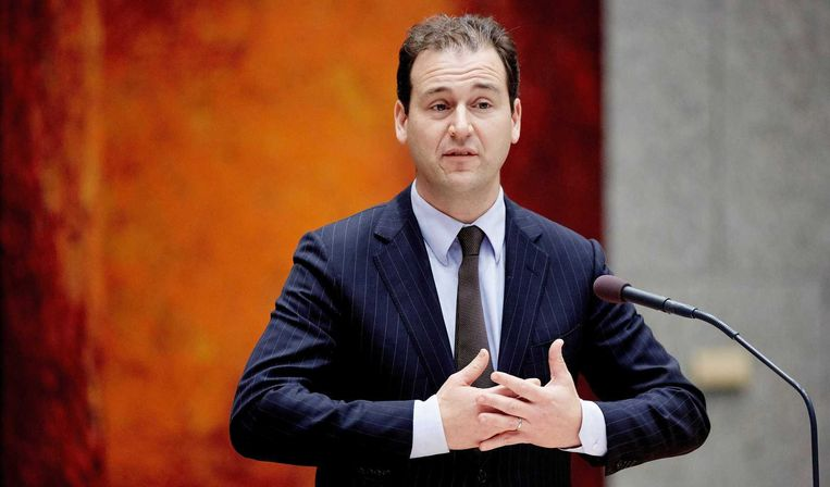 Minister van Sociale Zaken en Werkgelegenheid Lodewijk Asscher tijdens het vragenuurtje in de Tweede Kamer. Beeld anp