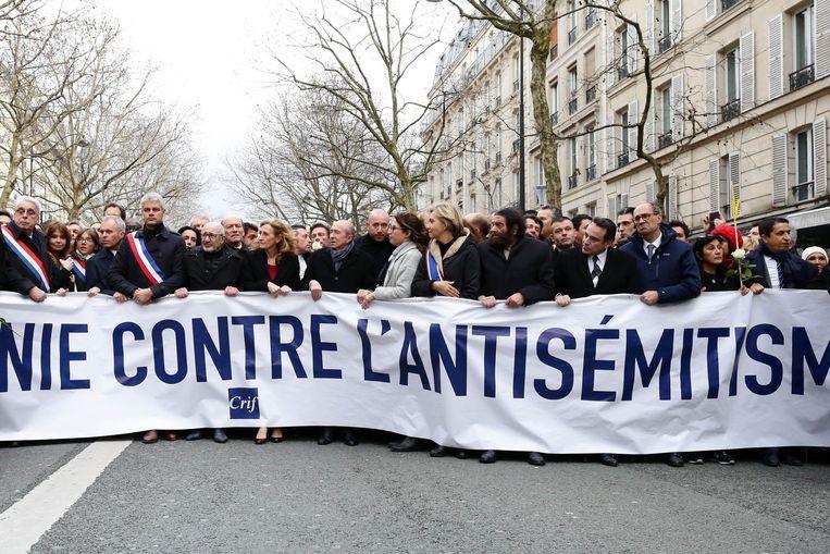 Parijzenaars herdachten op 23 maart Mireille Knoll.  Beeld Photo News