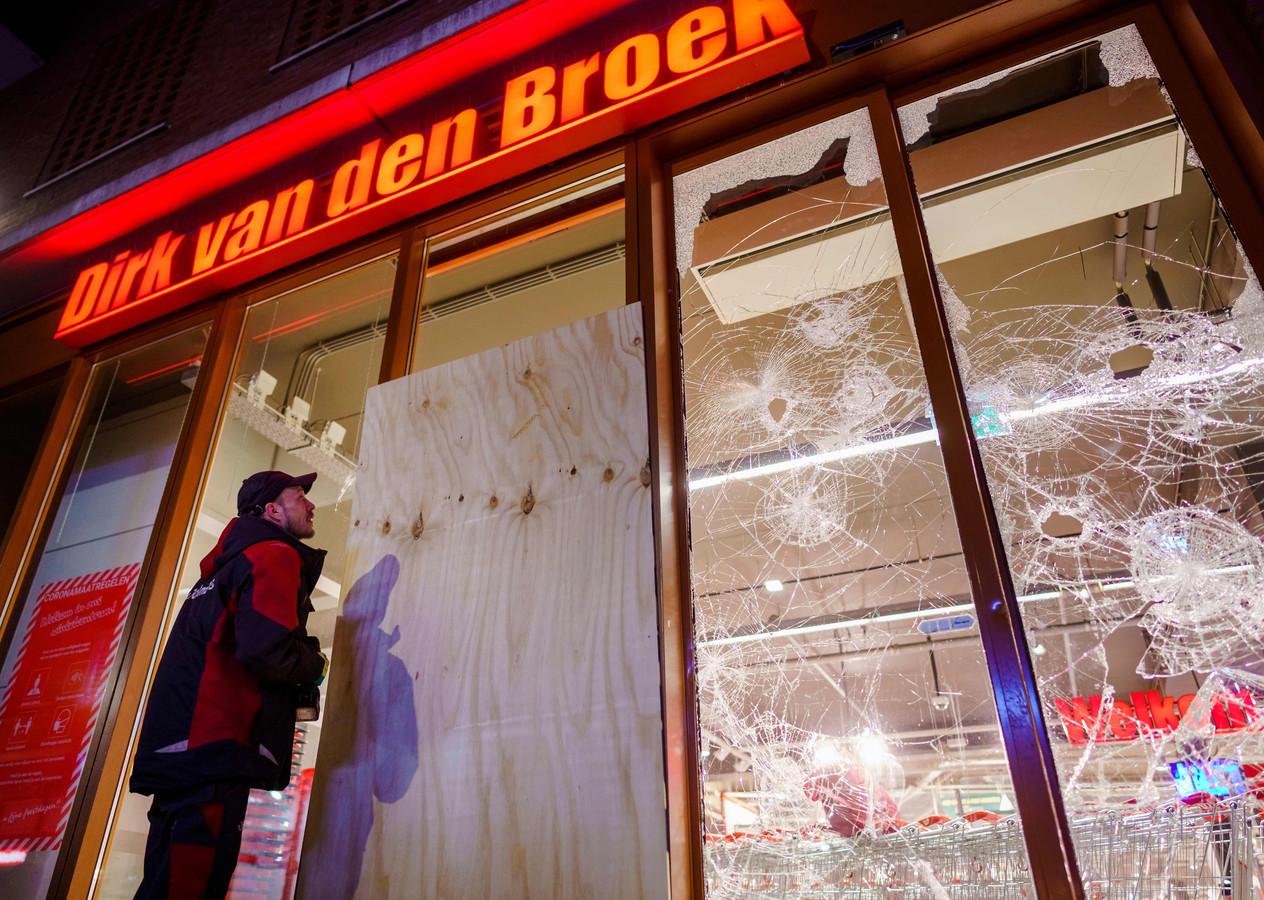 La police de Rotterdam n'a pas encore su consigner tous les magasins détruits et pillés durant la nuit de lundi à mardi